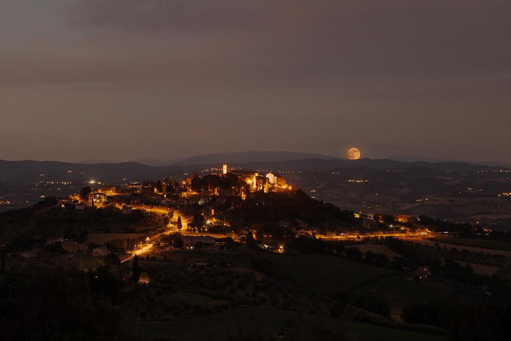 Monte Castello di Vibio notturno