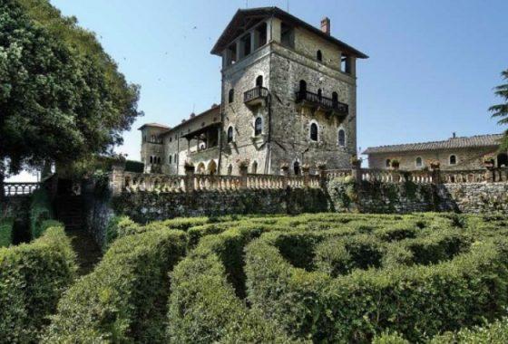 Assaggia i vini e l'olio di oliva di Castello Monte Vibiano