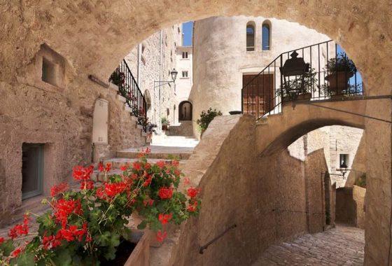 Castello di Postignano. Un miracolo moderno