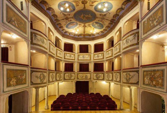 Monte Castello di Vibio, un teatro piccolissimo immerso nella bellezza